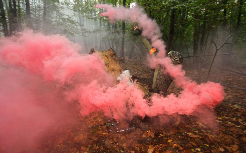Chez atomik on aime agrementer les parties de différents fumigènes et autres explosifs.